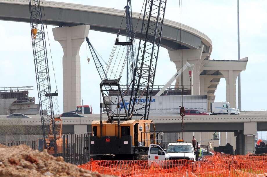 A Williams Bros. construction crew works on the Grand Parkway in Katy. Photo: Jerry Baker