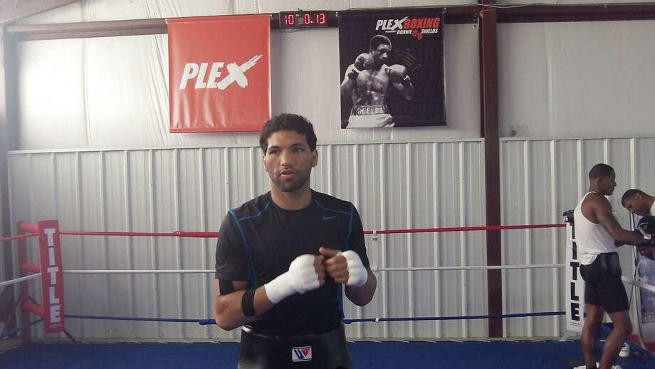 Houston boxer Edwin Rodriguez preps for his upcoming fight with Jason Escalera Saturday. Photo: Peter Lim
