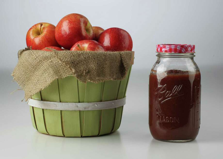 Crunchy Granny Smith, Gala or Braeburn apples are transformed into apple butter using a slow cooker. Photo: James Nielsen / © Houston Chronicle 2012