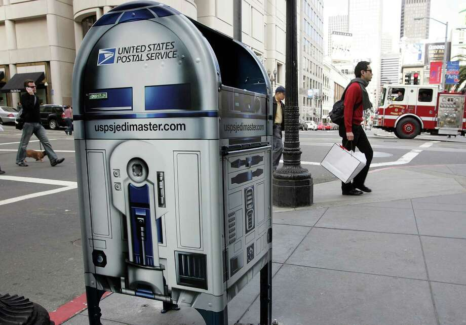 But R2 apparently fell on hard times and had to take work where he could get it, including as a mailbox. Photo: Justin Sullivan, Getty Images / 2007 Getty Images