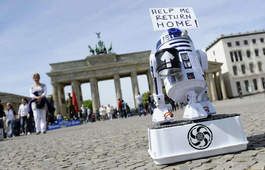 R2 was even reduced to panhandling for his journey home in front of the Brandenburg Gate in Berlin on May 5, 2010. Photo: MICHAEL GOTTSCHALK, AFP/Getty Images / 2010 AFP