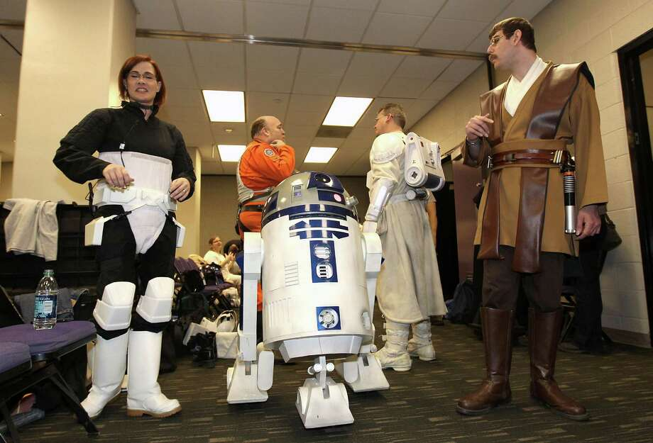 "More recently, R2 has picked up some second-rate appearances, including during ""Star Wars"" night at the NBA game between the Sacramento Kings and the Phoenix Suns at US Airways Center on February 13, 2011 in Phoenix. Photo: Christian Petersen, Getty Images / 2011 Getty Images"