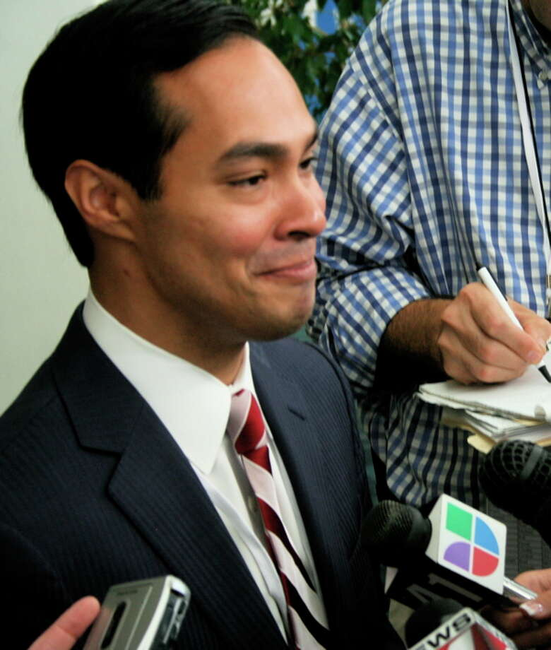 Mayor Castro answers reporters' questions at the Democratic National Convention.