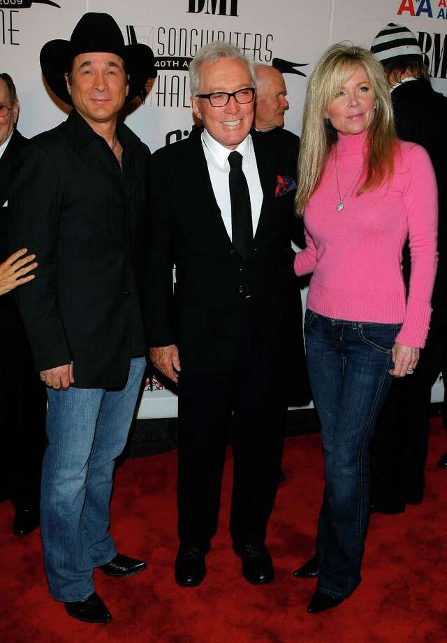 NEW YORK - JUNE 18: (L-R) Clint Black, Andy Williams and Lisa Hartman Black walk the red carpet during the 40th Annual Songwriters Hall of Fame Ceremony at The New York Marriott Marquis on June 18, 2009 in New York City.  (Photo by Jemal Countess/Getty Images for Songwriters Hall of Fame) *** Local Caption *** Andy Williams;Lisa Hartman;Clint Black Photo: Jemal Countess, Getty Images For Songwriters Hal / 2009 Getty Images