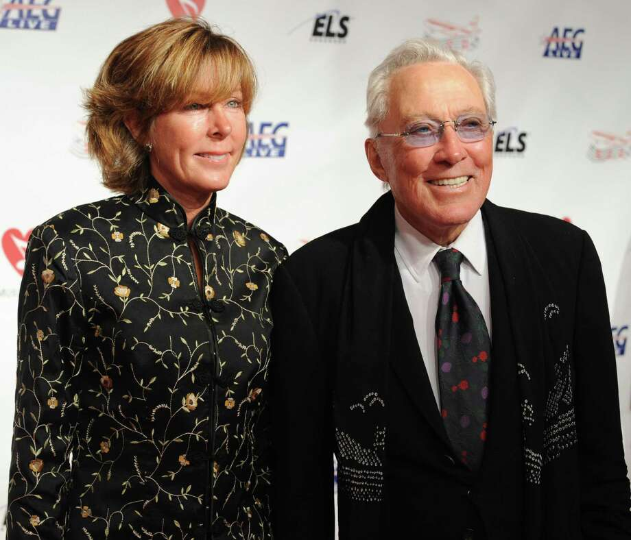 Andy Williams arrives with his wife Debbie Haas at the MusiCares Person of the Year tribute in honor of Neil Diamond on February 06 2009, in Los Angeles.  AFP PHOTO/ ROBYN BECK Photo: ROBYN BECK, AFP/Getty Images / 2009 AFP