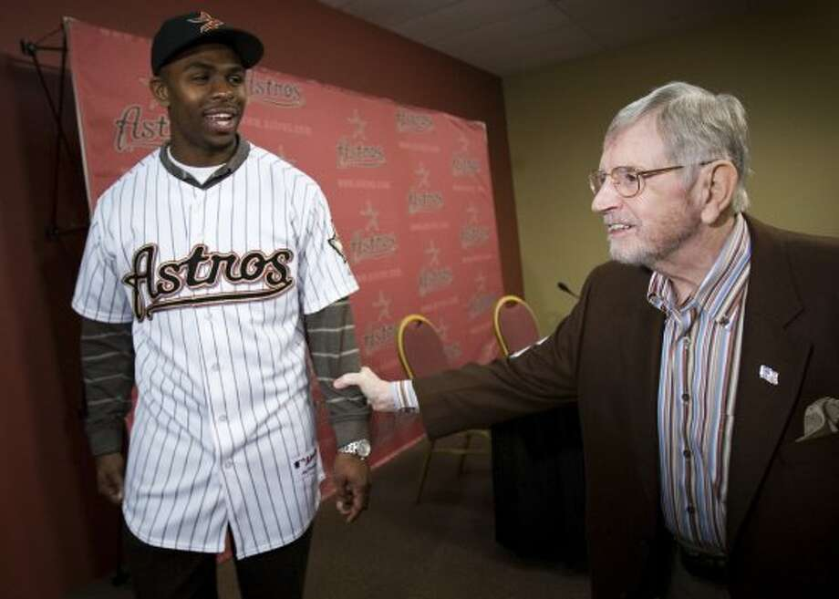 Then new Houston Astros outfielder Michael Bourn is congratulated by Astros broadcaster Milo Hamilton after Bourn was introduced at a press conference in 2007. (Smiley N. Pool / Houston Chronicle)