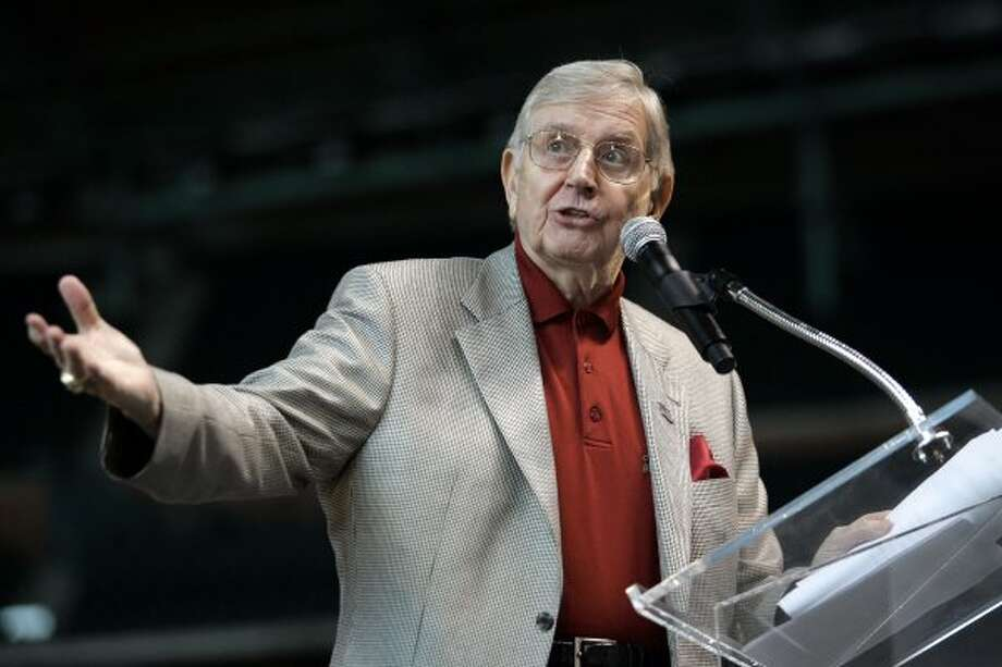 Astros announcer, Milo Hamilton helped kick off the United Way of Greater Houston's 2007/2008 community campaign at Minute Maid Park to help raise $75 million with about 1,000 community volunteers from local businesses in 2007. (Johnny Hanson / For the Chronicle)