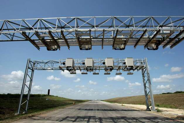 The toll collection system will be automated, and vehicles will either pay via pre-purchased electronic tags or else get billed by mail when cameras record their license plates. Photo: Helen L. Montoya, SAN ANTONIO EXPRESS-NEWS / ©2012 HELEN MONTOYA PHOTOGRAPHY