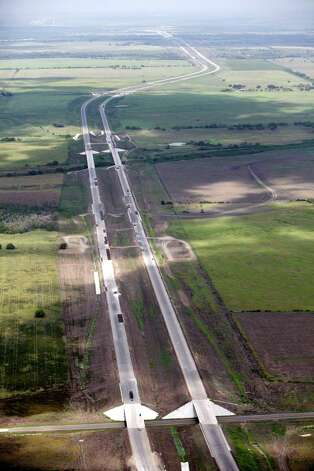 A stretch of Texas 130 is seen from Seguin to Lockhart. The first toll road to be built in the San Antonio vicinity will boast a speed limit of 85 mph, highest in the country. Photo: William Luther, San Antonio Express-News / © 2012 San Antonio Express-News