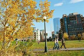 Denver, CO: Who says you have to leave the city to get your fill of fall? Head to our favorite Denver hilltop, LoHi, aka Lower Highlands, for rooftop bars and alfresco restaurants with views of the downtown skyline and the city s golden elms.