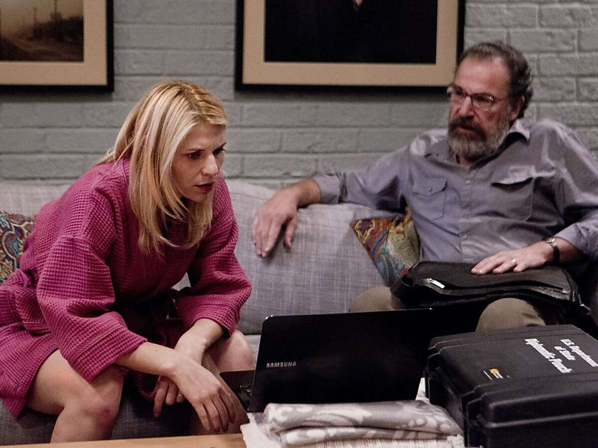 Carrie (Claire Danes) and Saul (Mandy Patinkin) deal with her job problem.