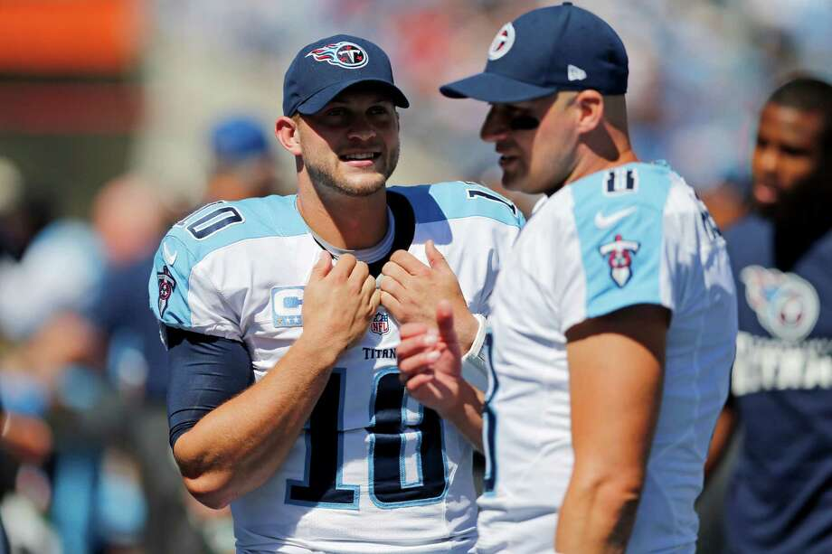 Titans quarterback Jake Locker (left) has learned from former starter Matt Hasselbeck, who has been key to the second-year signal-caller's improvement. Photo: Joe Howell, Associated Press / FR14085 AP