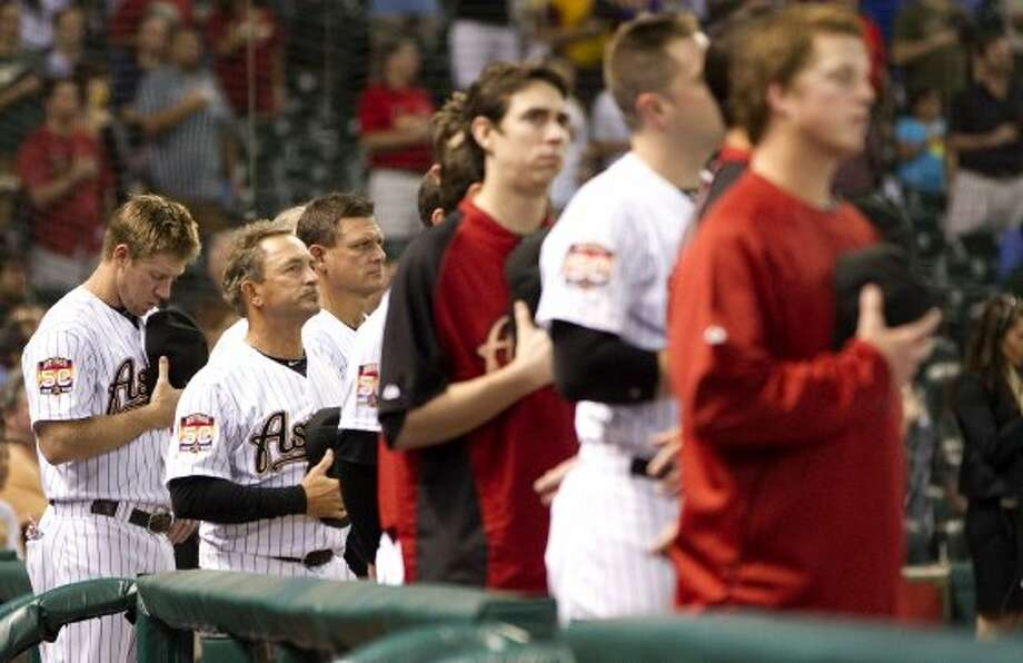 Matt Downs (16) during the National Anthem. ( Karen Warren / Houston Chronicle ) (Karen Warren / Houston Chronicle)