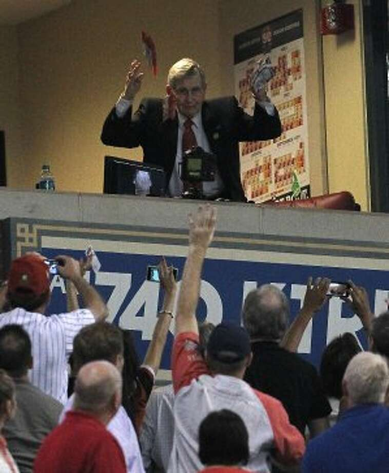 Milo Hamilton throws peanuts to the crowd during the seventh inning stretch. ( Karen Warren / Houston Chronicle ) (Karen Warren / Houston Chronicle)