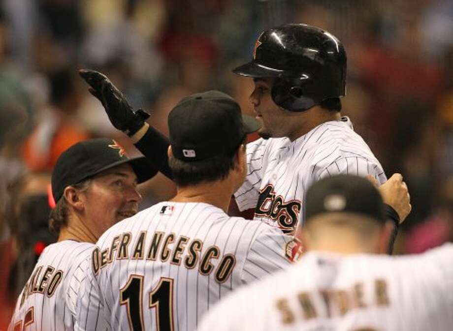 Jose Altuve (27) celebrates his solo home run. ( Karen Warren / Houston Chronicle ) (Karen Warren / Houston Chronicle)