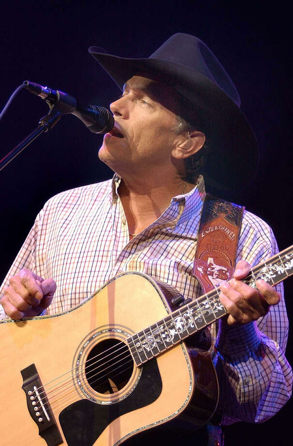 Country musician George Strait performs at Cricket Pavilion in Phoenix on Thursday, Jan. 23, 2003, during his 21-city U.S. tour. Photo: TOM HOOD, AP / AP