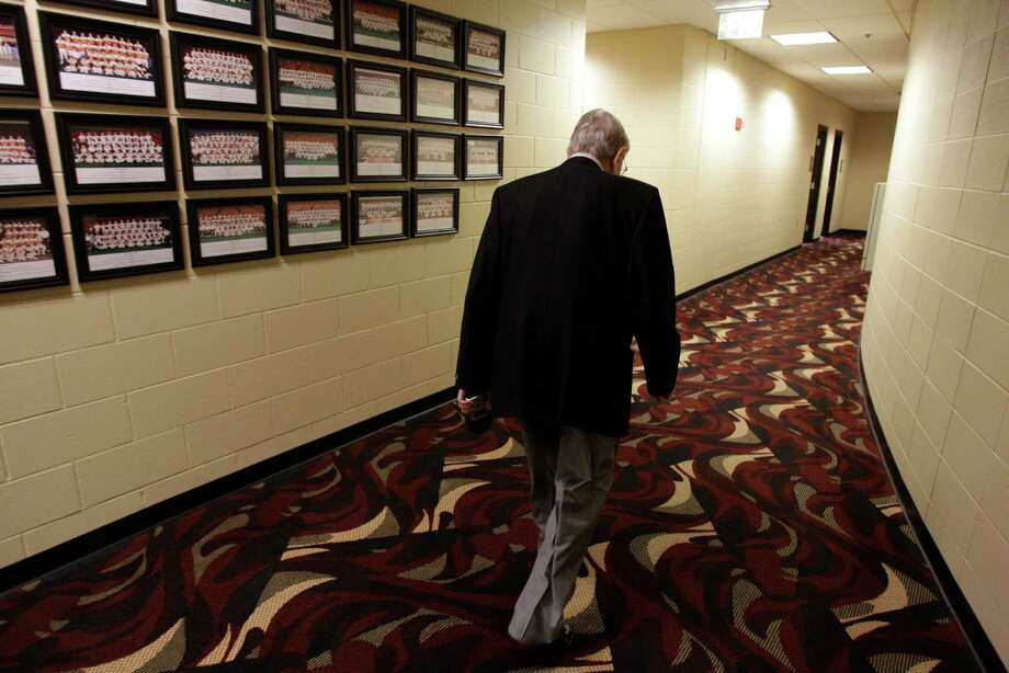 Milo Hamilton walks into the Houston Astros' clubhouse as he heads to an interview with manager Tony DeFrancesco for the pre-game show. Photo: Melissa Phillip, Houston Chronicle / © 2012 Houston Chronicle