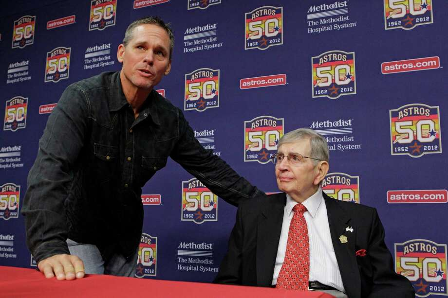 Former Astros Craig Biggio visits with Milo Hamilton after a media conference before the Houston Astros and St. Louis Cardinals game. Photo: Melissa Phillip, Houston Chronicle / © 2012 Houston Chronicle