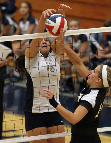 O'Connor's Brianna Sotello (15) blocks Clark's Shelby MacKenzie (14) in high school volleyball at Taylor Fieldhouse on Wednesday, Sept. 26, 2012. Photo: Kin Man Hui, San Antonio Express-News / ©2012 San Antonio Express-News