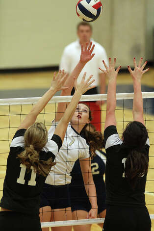 O'Connor's Laura Fox (07) attempts to hit over Clark blockers Katie Mattson (11) and Carly Harr (15) in high school volleyball at Taylor Fieldhouse on Wednesday, Sept. 26, 2012. Photo: Kin Man Hui, San Antonio Express-News / ©2012 San Antonio Express-News