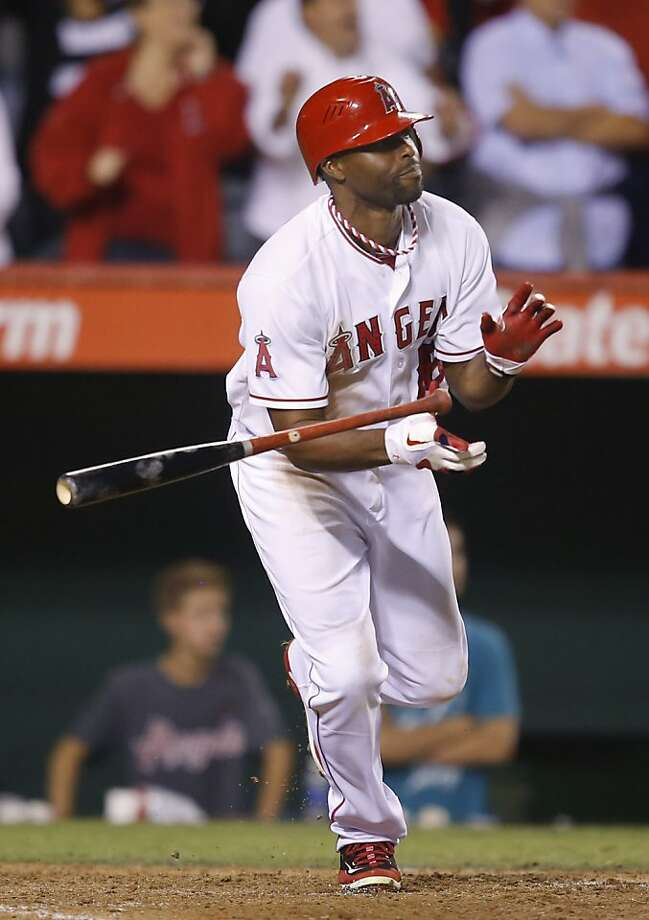 Los Angeles Angels' Torii Hunter hits a RBI-single to win the game against the Seattle Mariners during the ninth inning. Photo: Jae C. Hong, Associated Press
