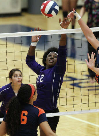 Warren's Laycia Robinson tips back a shot against Brandeis in high school volleyball at Taylor Fieldhouse on Wednesday, Sept. 26, 2012. Photo: Kin Man Hui, San Antonio Express-News / ©2012 San Antonio Express-News