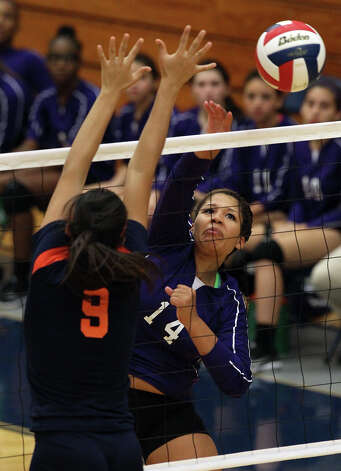 Warren's Aaliyah Cook (14) attempts a shot against Brandeis' Lauren Martinez (09) in high school volleyball at Taylor Fieldhouse on Wednesday, Sept. 26, 2012. Photo: Kin Man Hui, San Antonio Express-News / ©2012 San Antonio Express-News