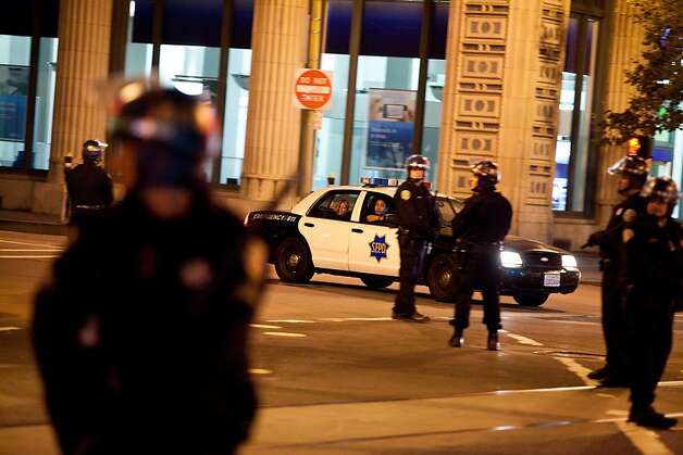 SFPD surrounds the perimeter during an unannounced midnight raid on the Occupy encampment at 101 Market Street in San Francisco, Calif., Wednesday, September 26, 2012. Photo: Jason Henry, Special To The Chronicle
