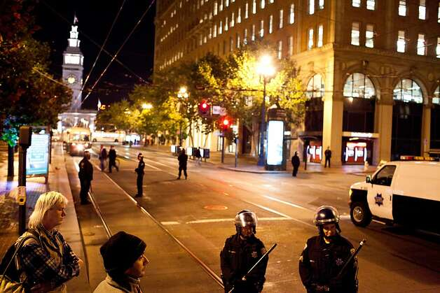 SFPD secure a perimeter during a unannounced midnight raid on the Occupy encampment at 101 Market Street in San Francisco, Calif., Wednesday, September 26, 2012. Photo: Jason Henry, Special To The Chronicle