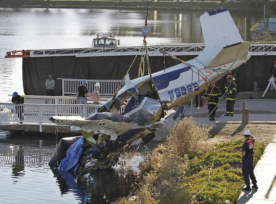 Three people died when this small plane plunged into a Redwood Shores lagoon shortly after takeoff. Photo: Paul Sakuma, Associated Press