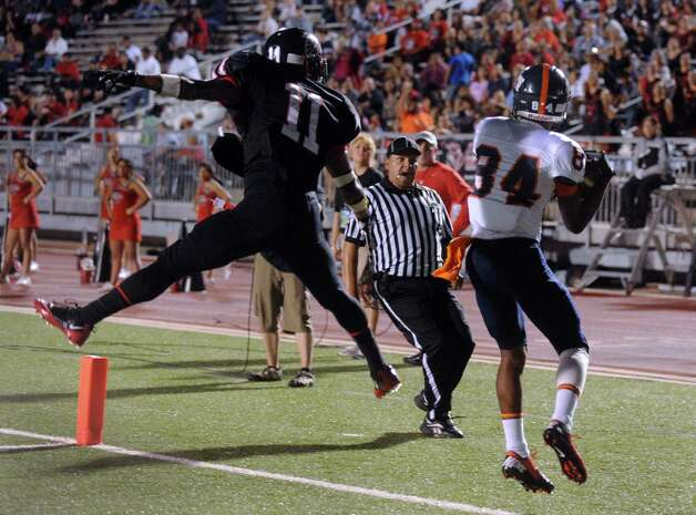 Brandeis receiver Larry Stephens (84) lands out of bounds on an attempted touchdown pass as Stevens defensive back Jaelin Roberts defends during high-school football action at Gustafson Stadium on Thursday, Sept. 27, 2012. Photo: Billy Calzada, Express-News / © San Antonio Express-News
