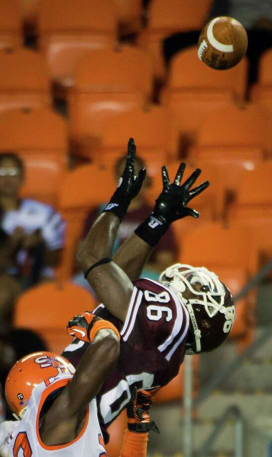 Texas Southern wide receiver James Davis (86) leaps to catch a 16-yard touchdown pass. Photo: Smiley N. Pool, Houston Chronicle / © 2012  Houston Chronicle