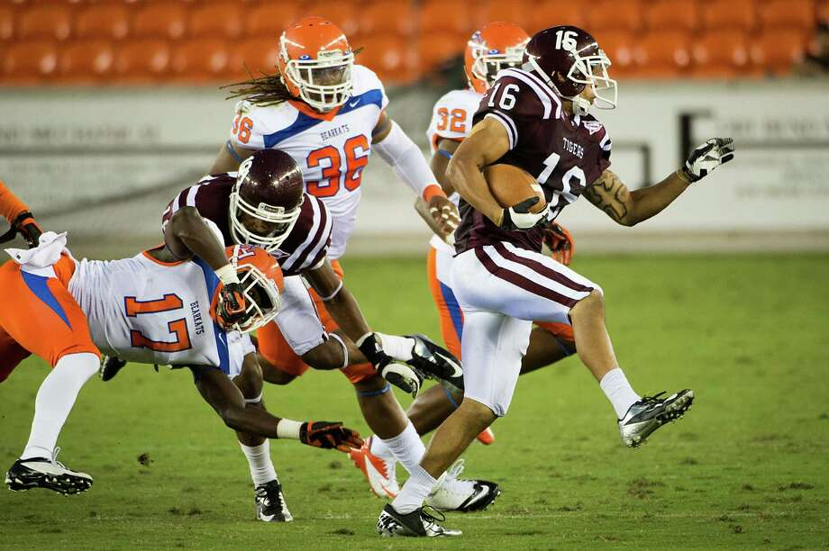 Texas Southern running back Edward Perkins-Loving (16) gets past Sam Houston State cornerback Bookie Sneed (17). Photo: Smiley N. Pool, Houston Chronicle / © 2012  Houston Chronicle