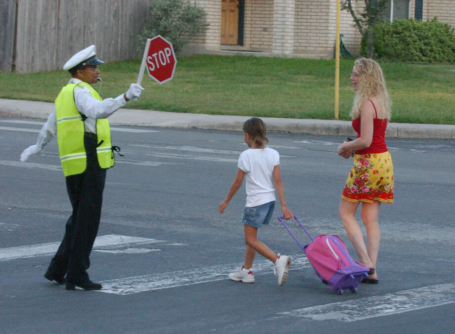 A reader offers safety tips for motorists passing through school zones. Photo: File Photo, San Antonio Express-News / SAN ANTONIO EXPRESS-NEWS