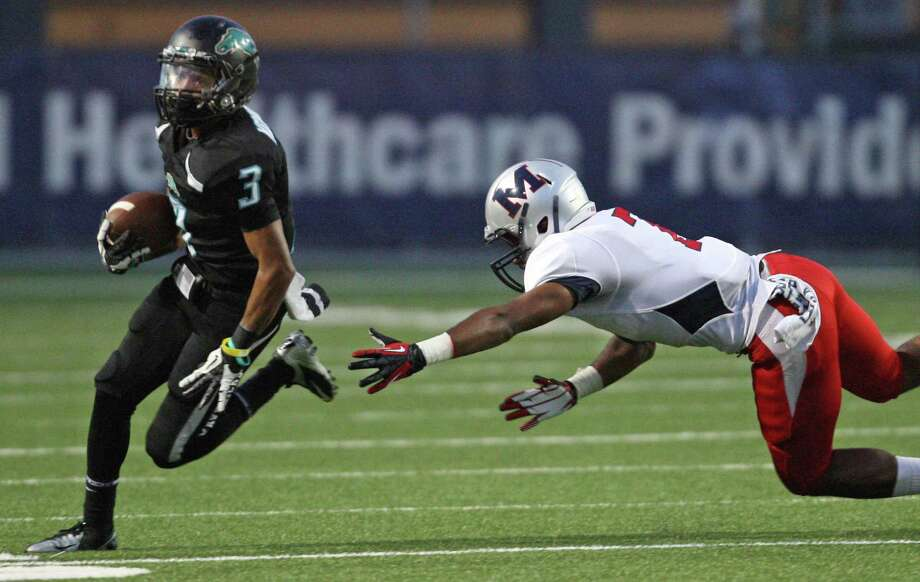 Pasadena Memorial running back Reggie Turner (3) scampers past Manvel linebacker Walter Wilkins during the first half of a high school football game, Thursday, September 27, 2012 at Veterans Memorial Stadium in Pasadena, TX. Photo: Eric Christian Smith, For The Chronicle