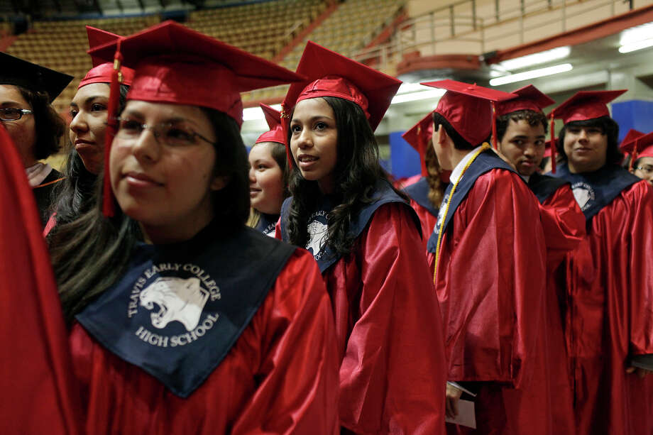 SAT scores indicate that only 47 percent of Texas high school graduates are ready for college. Photo: Express-News File Photo / SAN ANTONIO EXPRESS-NEWS