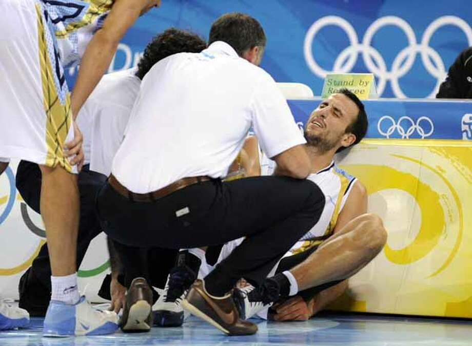Argentina's Manu Ginobili shouts in pain after an injury during the men's semifinal basketball game against Team USA at the 2008 Beijing Olympic Games on Aug. 22, 2008. Photo: TIMOTHY A. CLARY, AFP/Getty Images / 2008 AFP