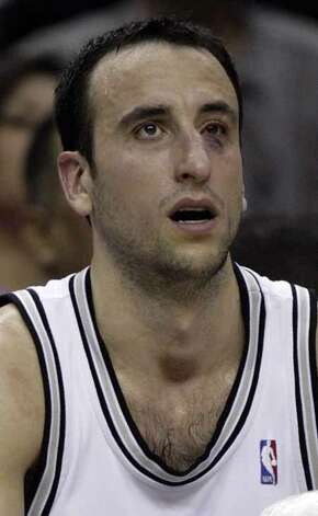 The Spurs' Manu Ginobili sits on the bench on May 12, 2007, at the AT&T Center after colliding with the Phoenix Suns' Raja Bell during Game 3 of the Western Conference Semifinals. The Spurs won 108-101 to lead the series 2-1. Photo: WILLIAM LUTHER, SAN ANTONIO EXPRESS-NEWS / SAN ANTONIO EXPRESS-NEWS