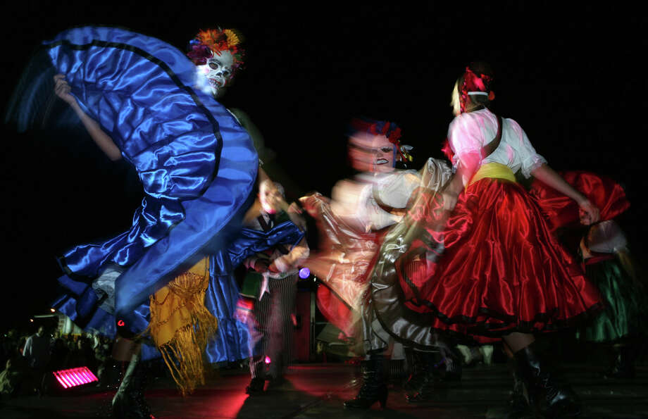 """Viva Mi Cultura,"" Guadalupe Dance Company. Oct. 4, Guadalupe Theater. guadalupeculturalarts.org Photo: LELAND A. OUTZ, Mysa / SAN ANTONIO EXPRESS-NEWS"