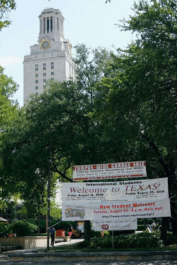 The author argues that University of Texas admissions policies are intellectually dishonest because certain preferences apply only at the main campus in Austin. Photo: HARRY CABLUCK / AP2006