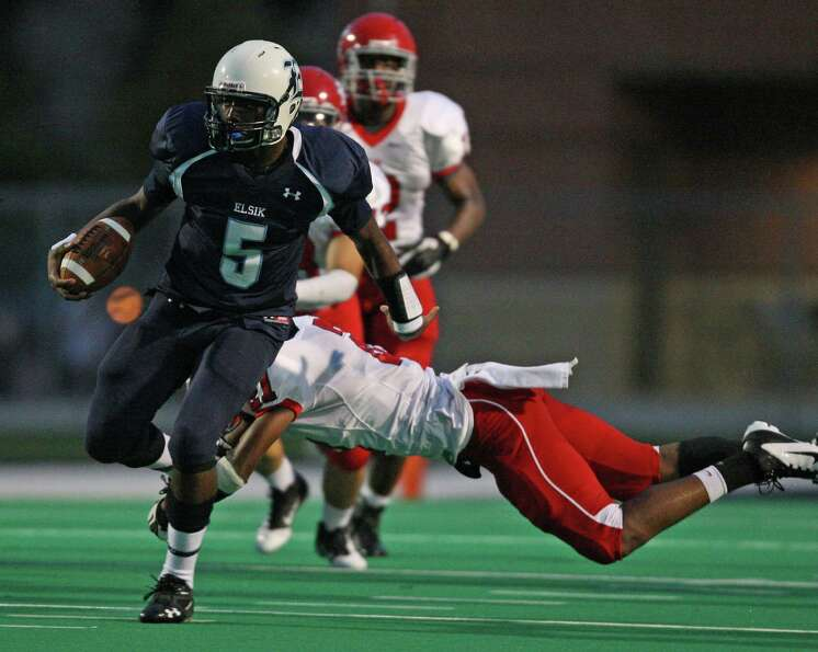 Elsik quarterback Caleb Bedford (5) avoids the tackle of Alief Taylor defensive back Jonathan Wiggin