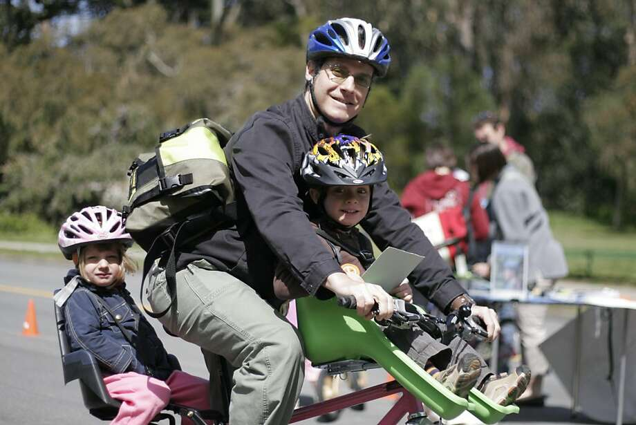 The San Francisco Bicycle Coalition released its new Family Biking Guide, a how-to manual for all levels of family biking. Photo: S.F. Bicycle Coalition
