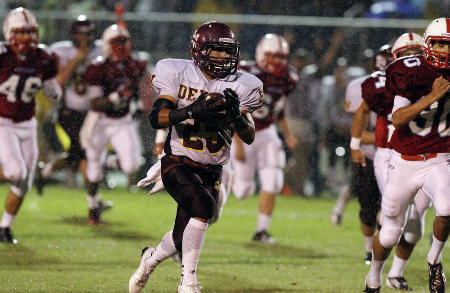 Devine's Jordan Fraga (25) finds an opening to run against Antonian during their game at Antonian High School on Friday, Sept. 28, 2012. Photo: Kin Man Hui, Express-News / ©2012 San Antonio Express-News