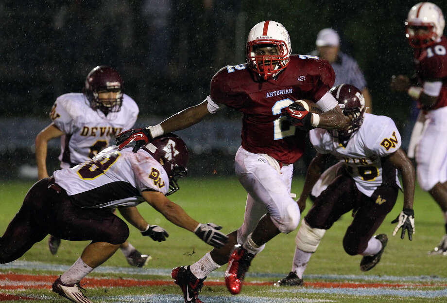 Antonian's Sterling Holmes (02) runs from Devine's Levon Ramirez (28) during their game at Antonian High School on Friday, Sept. 28, 2012. Photo: Kin Man Hui, Express-News / ©2012 San Antonio Express-News