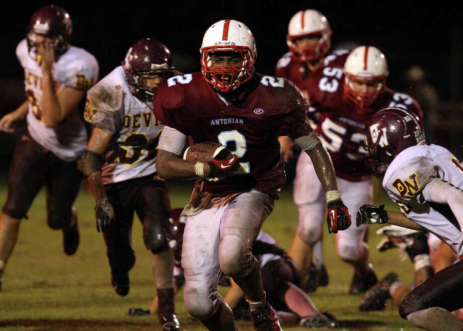 Antonian's Sterling Holmes (02) pulls away from the pack as he runs for extended yardage against Devine during their game at Antonian High School on Friday, Sept. 28, 2012. Photo: Kin Man Hui, Express-News / ©2012 San Antonio Express-News