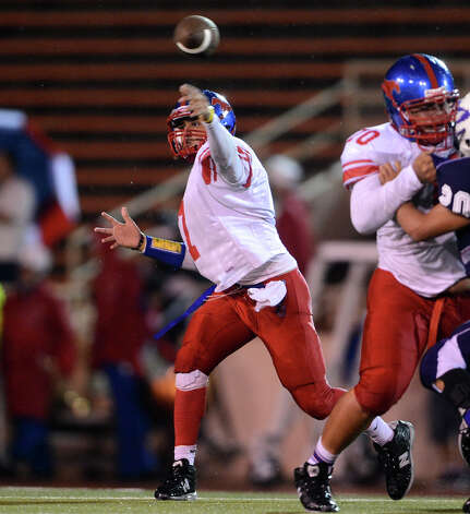 Quarterback Jorge Flores and the Jefferson Mustangs can clinch a playoff berth in District 28-4A with a victory tonight against Highlands. Flores has thrown for 1,252 yards and 17 TDs this season. Photo: JOHN ALBRIGHT, Express-News / San Antonio Express-News