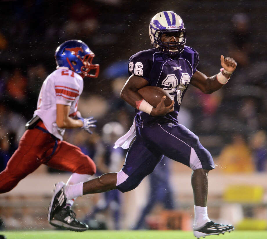 Brackenridge's Jarrett Reed (26) races past Jefferson defenders on his way to a long first half touchdown run during a high school football game between Brackenridge and Jefferson at Alamo Stadium in San Antonio, Friday, September 28, 2012.