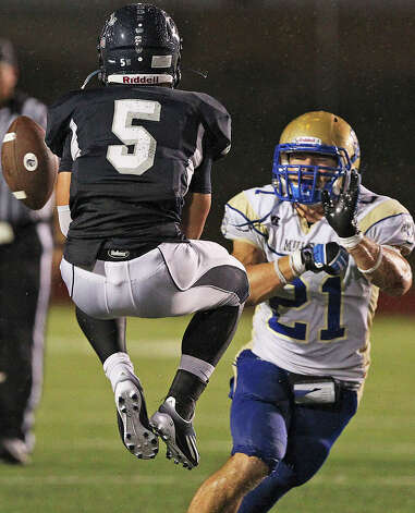 Charger receiver Michael Moloney can't hold onto the ball as Nick Uretsky as Champion hosts Alamo Heights at Boerne Stadium on September 28, 2012. Photo: Tom Reel, Express-News / ©2012 San Antono Express-News