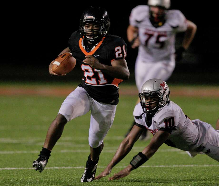 Texas City's Deshaun Rawls #21 avoids the tackle attempt by Goose Creek's Deandre Durden #10 during  a district 24-4A high school football game September 28, 2012 in Texas City. (Bob Levey/For The Chronicle) Photo: Bob Levey, Houston Chronicle / ©2012 Bob Levey