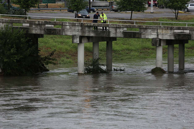 Flooding from Salado Creek covers the I-35 access road at Seguin Road early Saturday morning in San Antonio on Sept. 29, 2012. Photo: LISA KRANTZ, San Antonio Express-News / © 2012 San Antonio Express-News